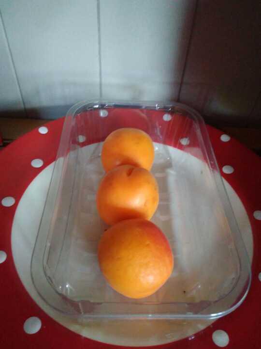 3 apricots