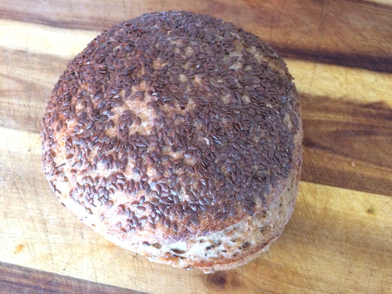Bread loaf (ca 500g) with flax seeds