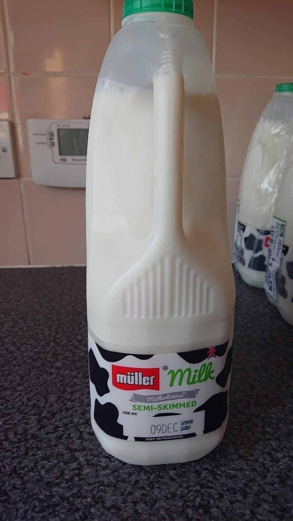 4pint semi skimmed milk