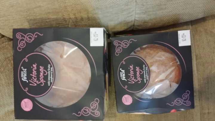 Lge Victoria sponge cakes 1 left