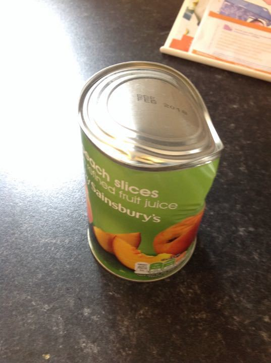 Tinned peaches in fruit juice