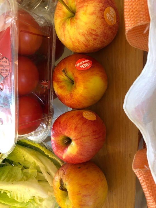 4 apples Braeburn and gala