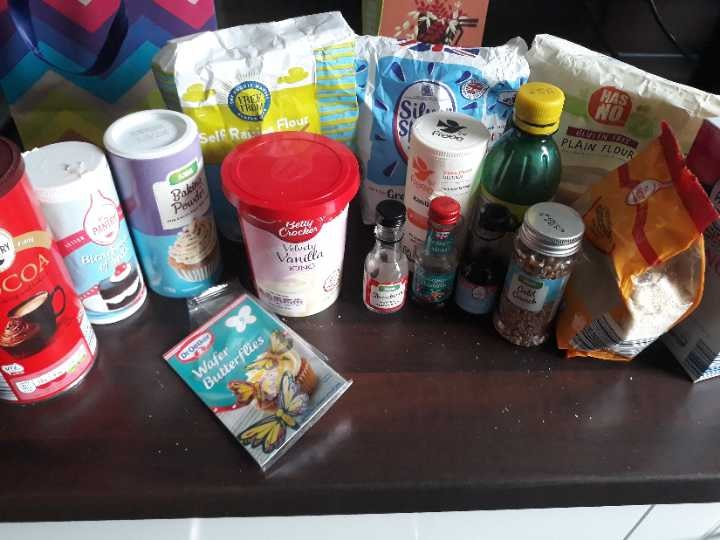 Miscellaneous baking supplies