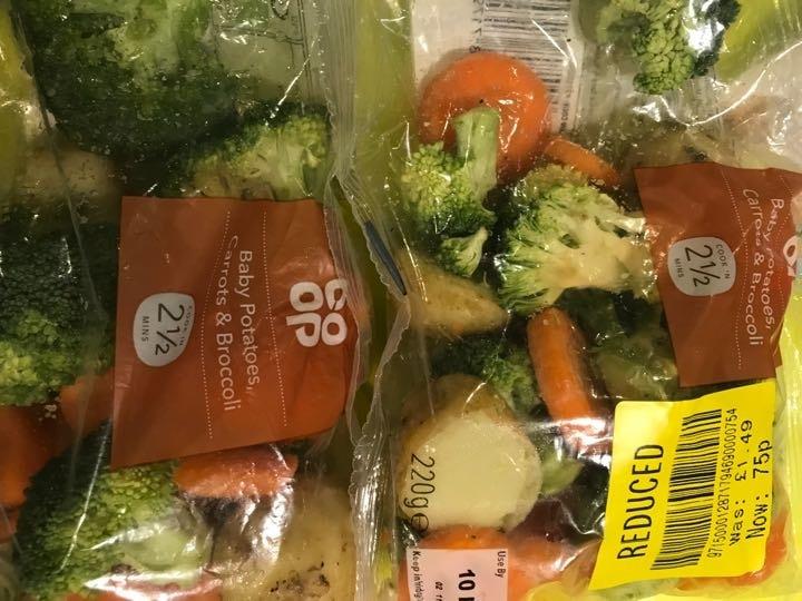 Baby potatoes, carrot and broccoli (small bag)