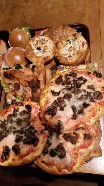 Pizza and mini quiches