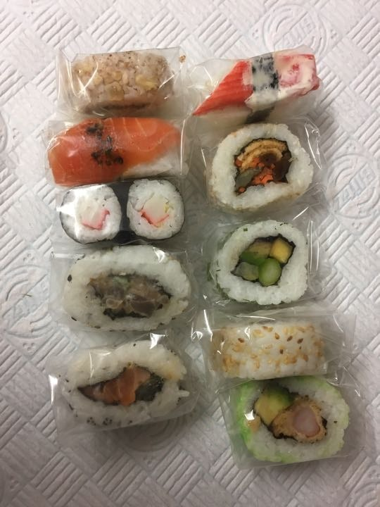 Assorted sushi 10 pieces