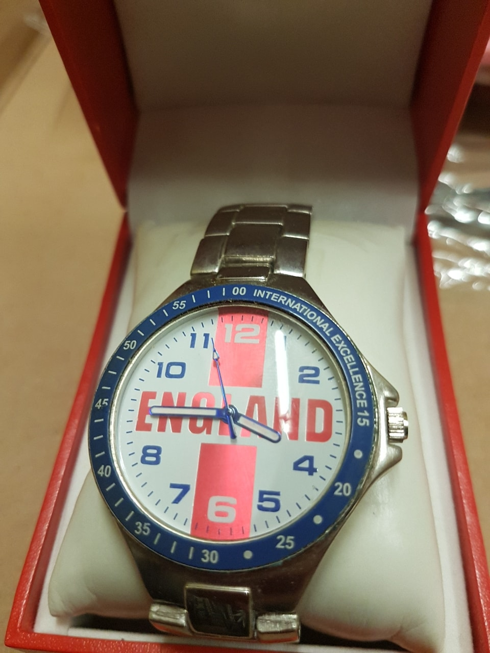 Watch  in box  don't no if working