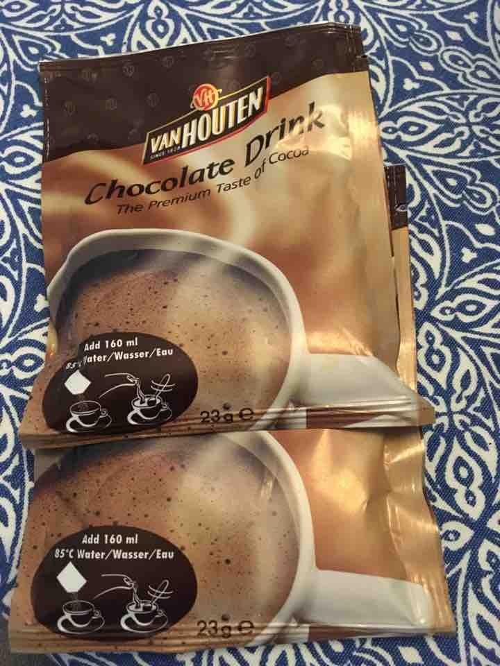 2 x hot chocolate sachets