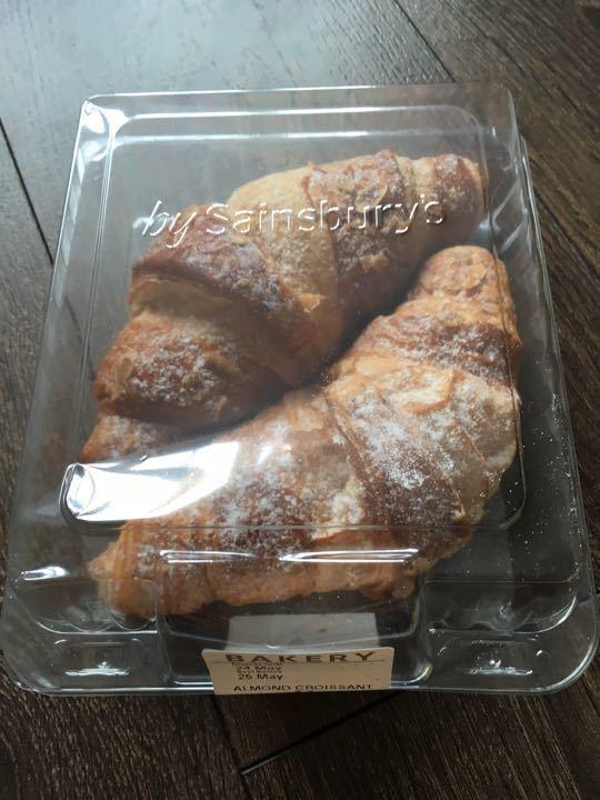 Almond croissants X2
