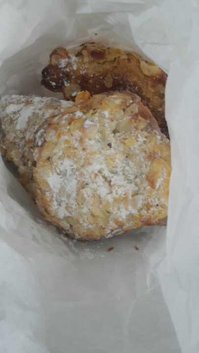 4 allmond pastries