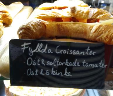 1 x Ham croissant sandwich
