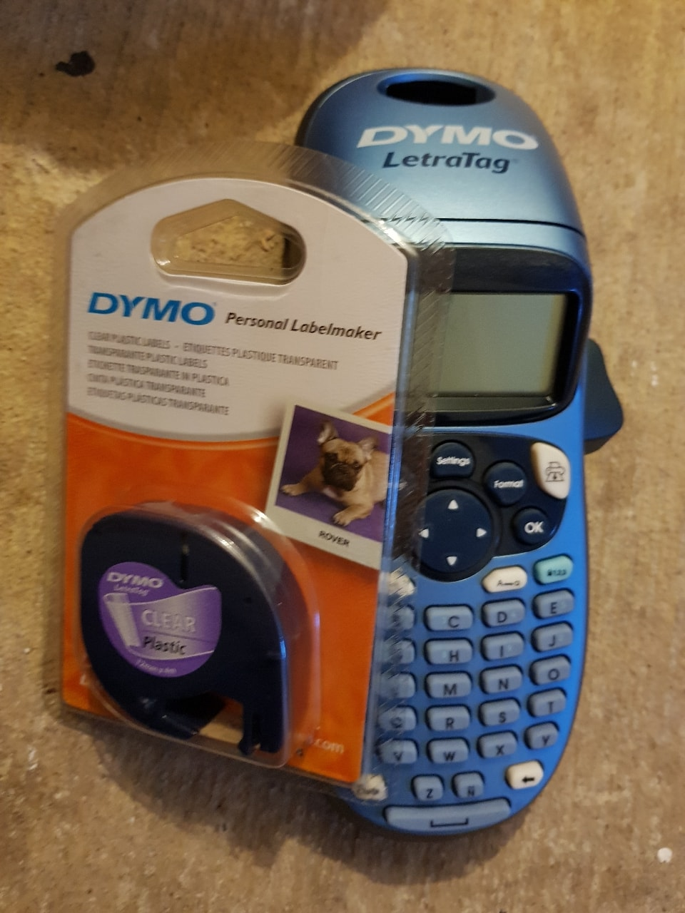 Dymo label maker with tape