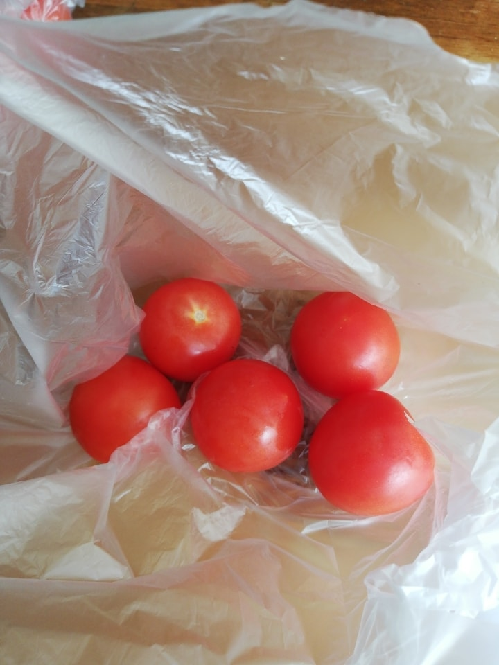 5 X loose fresh red tomatoes