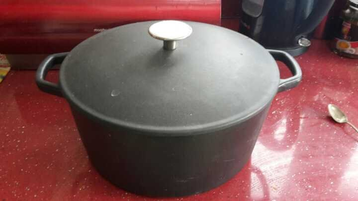 Massive cooking pot with lid