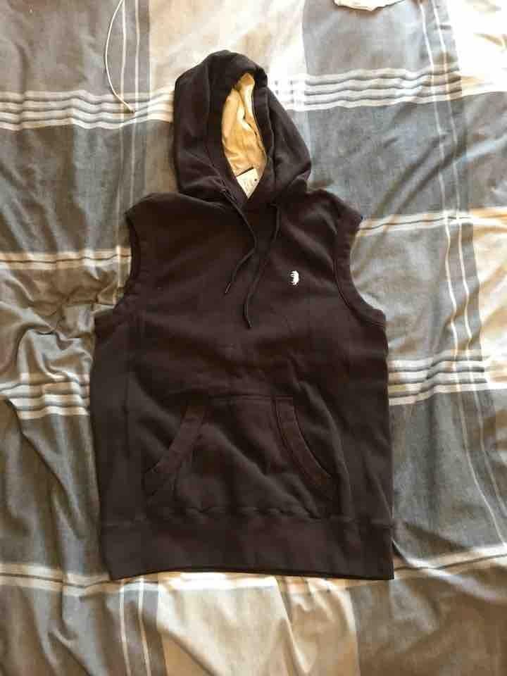 Hooded sleeveless top