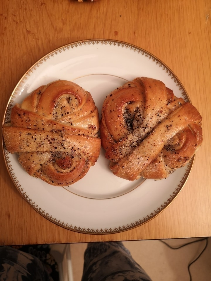 2x cardamom buns from Non Solo bar