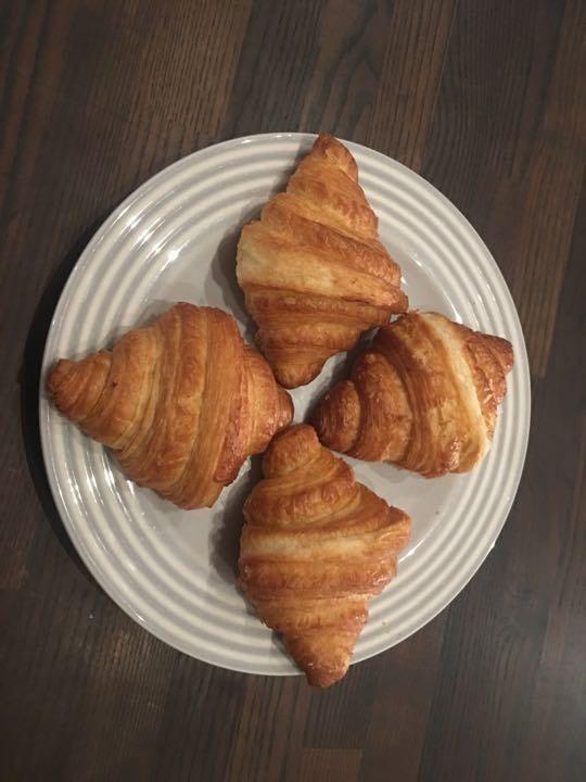 4 plain croissants