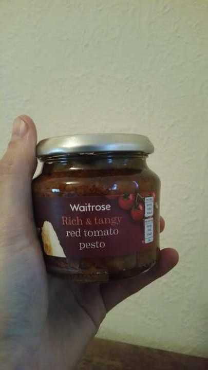 Red tomato pesto