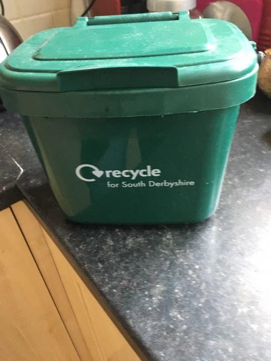 Small kitchen food waste bin