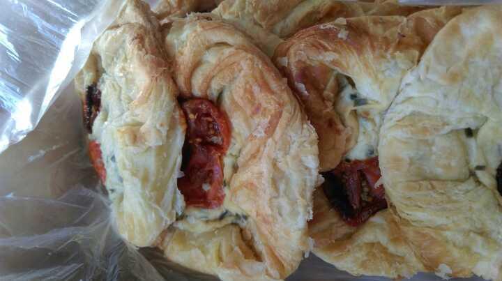 Tomato and cream cheese pastries