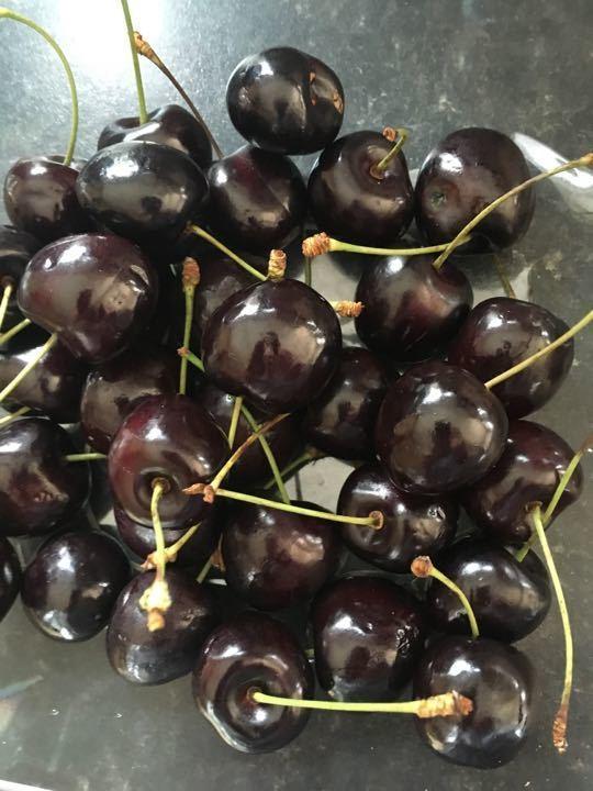 Family pack cherries