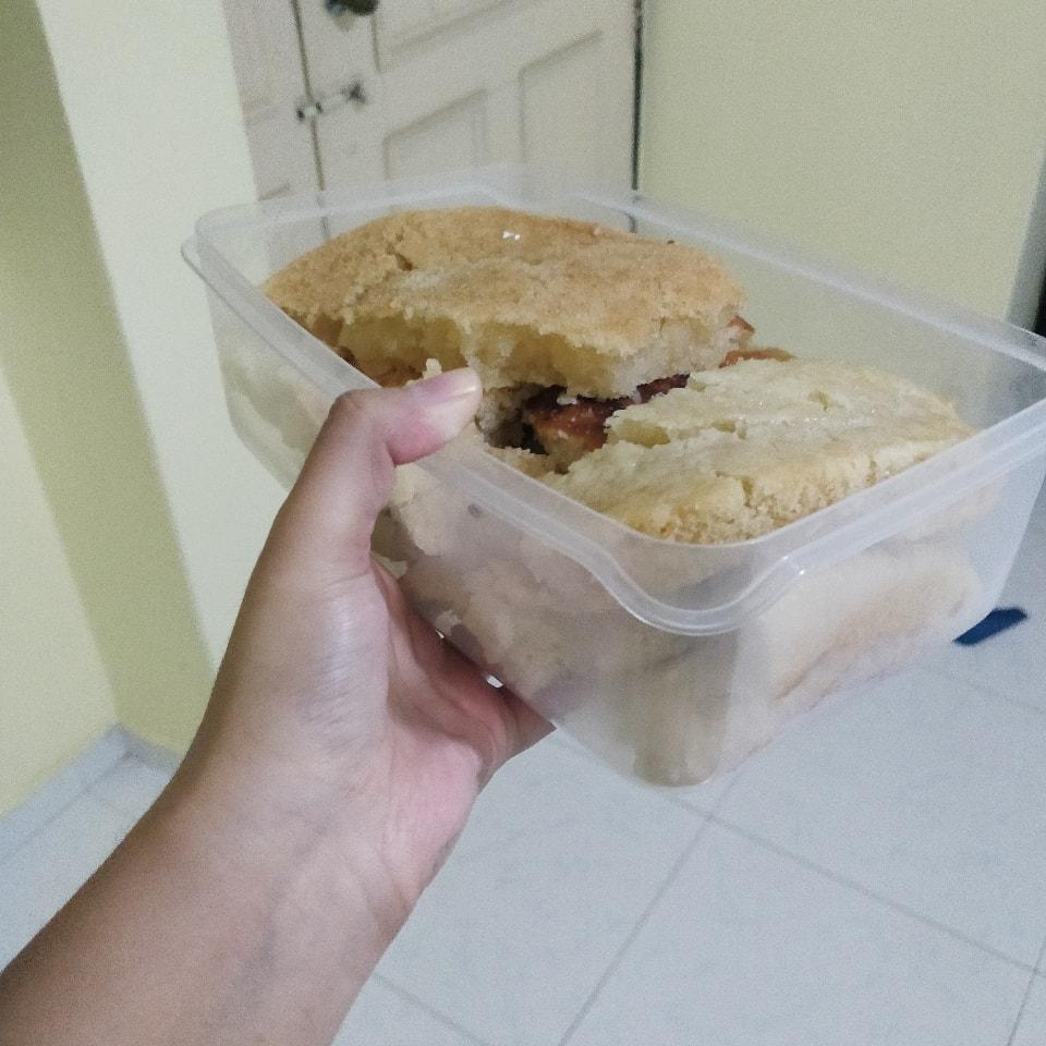 Box of vegan vanilla cake (pls bring own container)