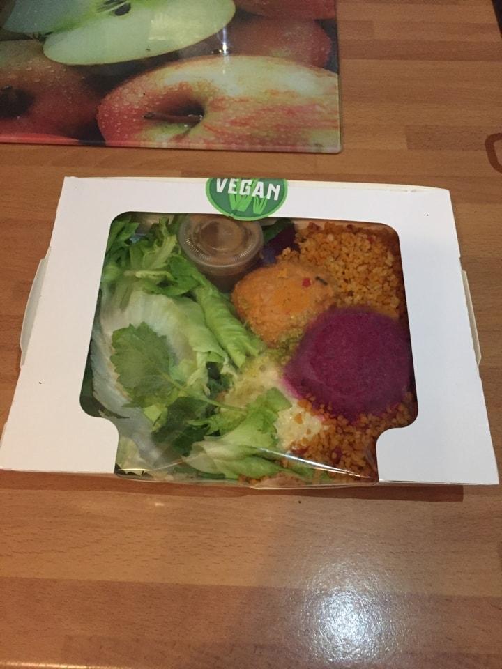 Bulgar and hummus salad from Friska