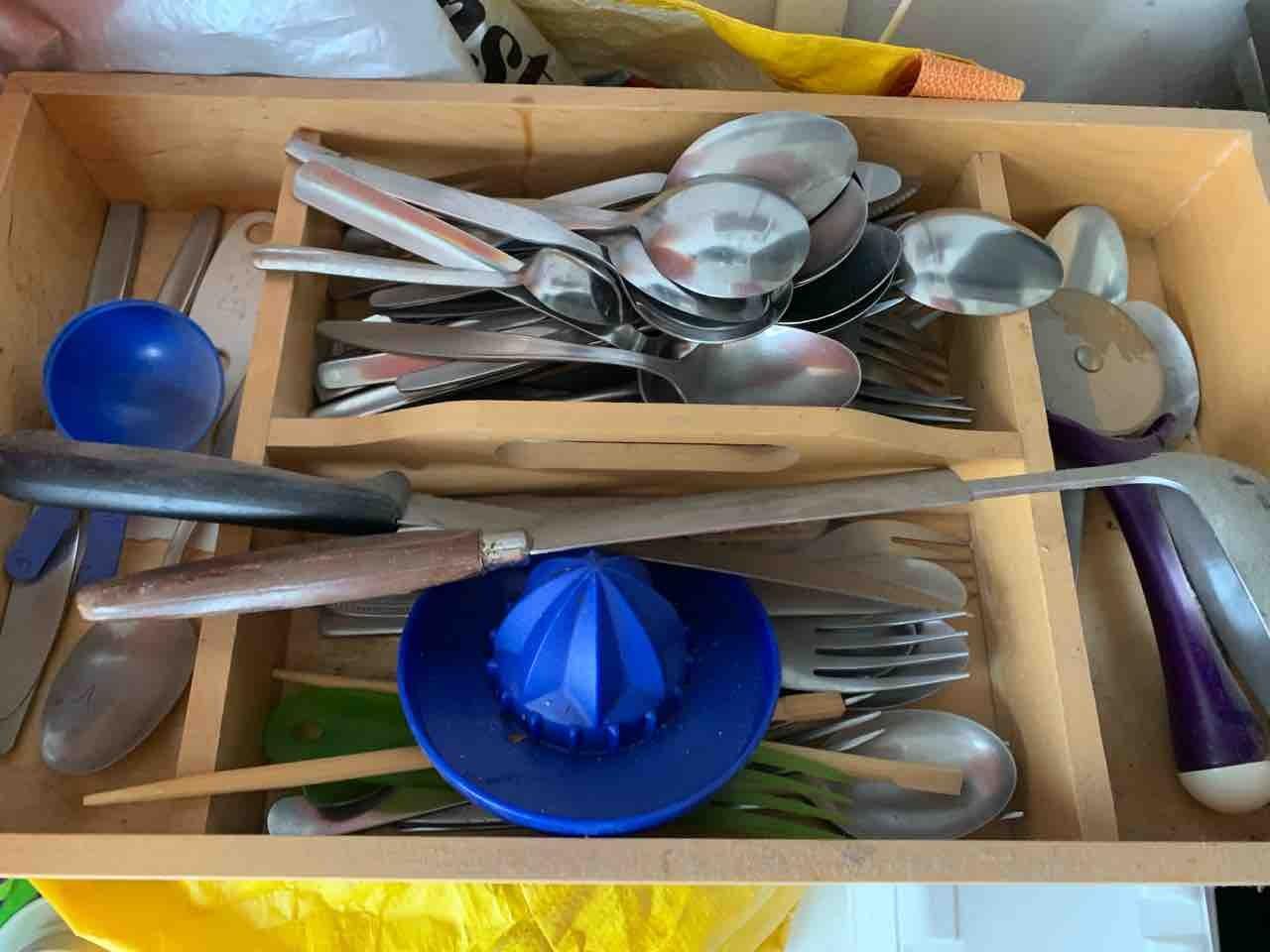 Box of cutlery/utensils