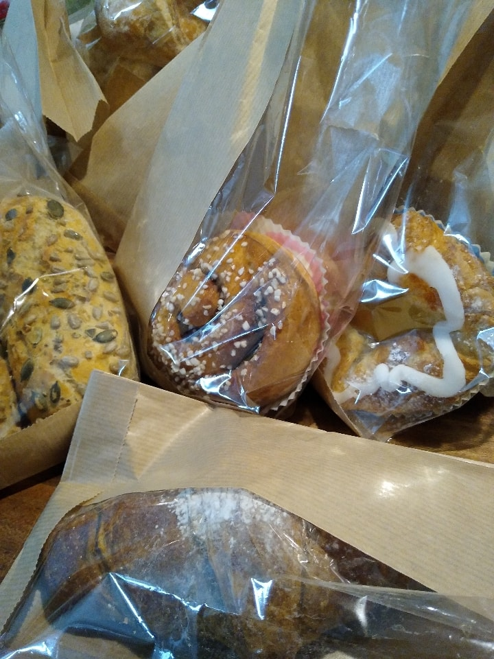 breads, buns and pastries