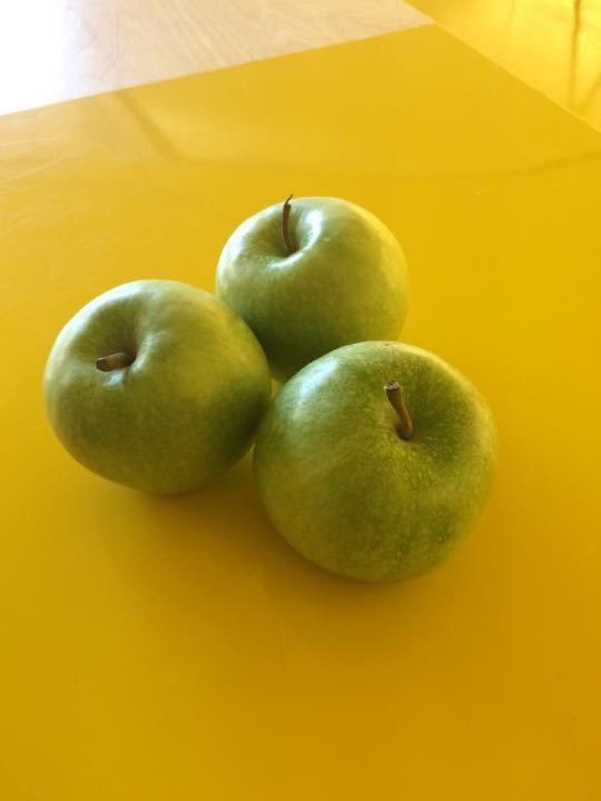3 fresh apples