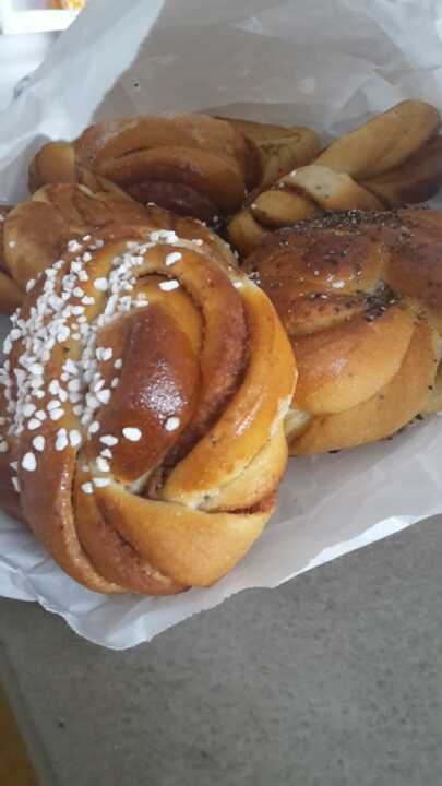 Mix of cinnemon and cardemum pastries totally 6
