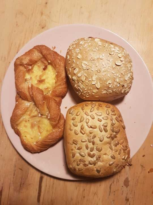 Buns and pastry filled with pudding