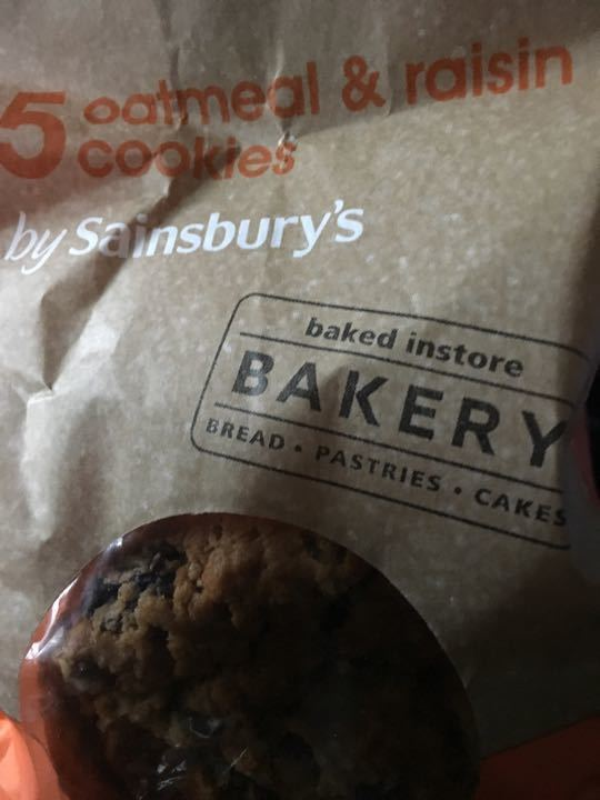 Oatmeal and raisins cookies