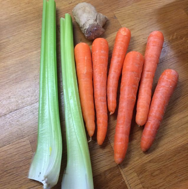 2 sticks of celery, 6 carrots and a bit of ginger,