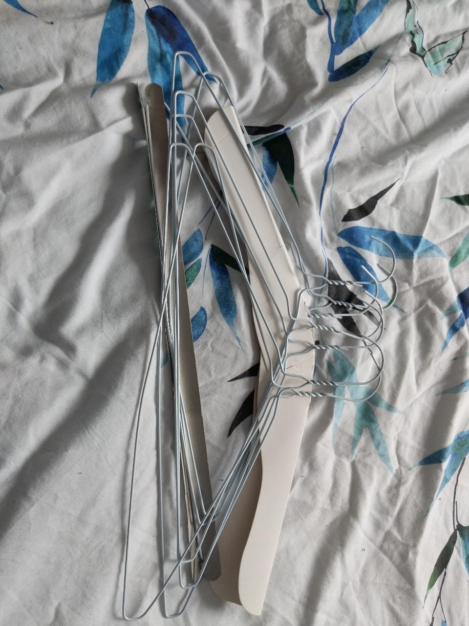 Wire hangers (7)