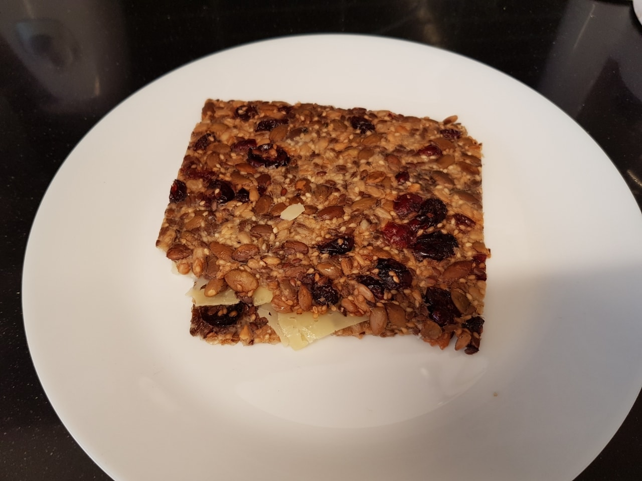 Crisp bread with seeds and cranberries from Il Caffe Hornstull