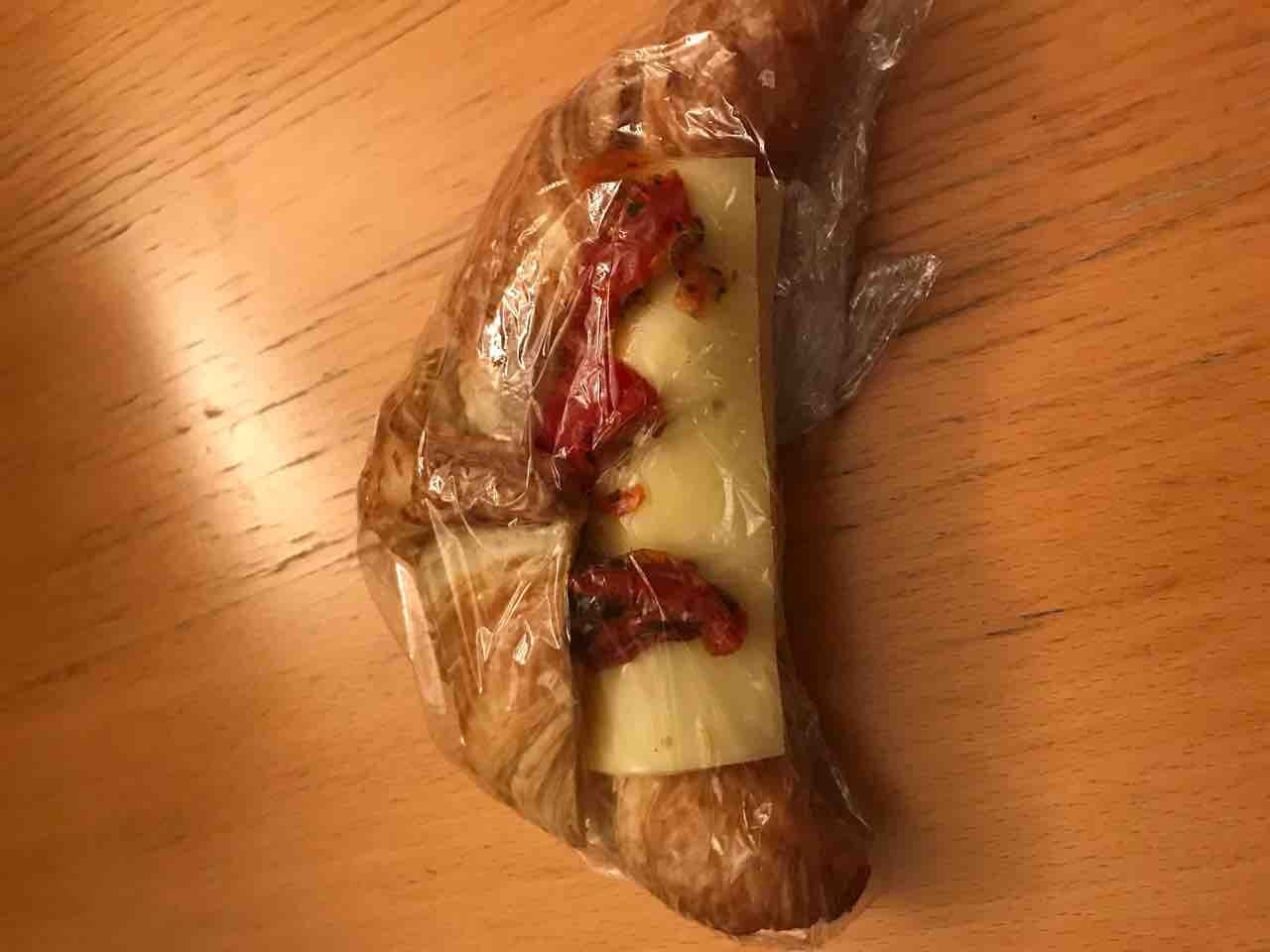 Croissant w/ cheese