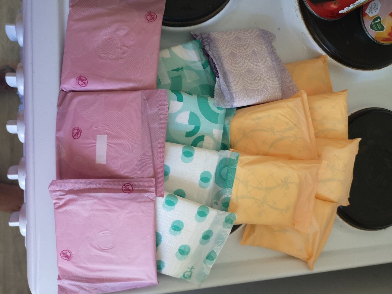 14x various sanitary towels, all sealed