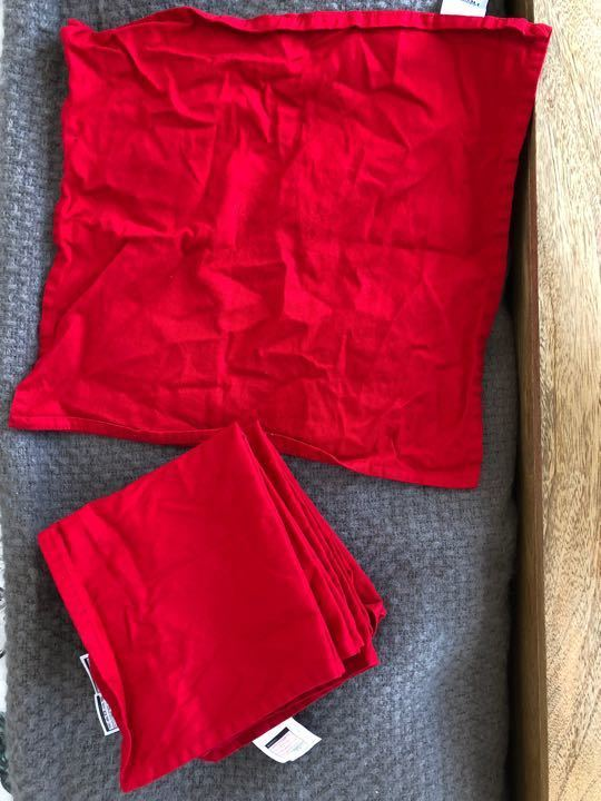 8 red square table napkins