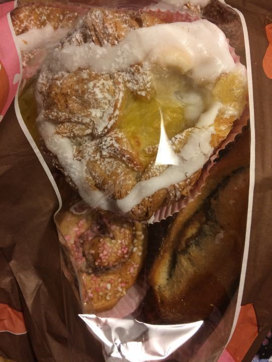 One bag with Mix of pastry 6 ps