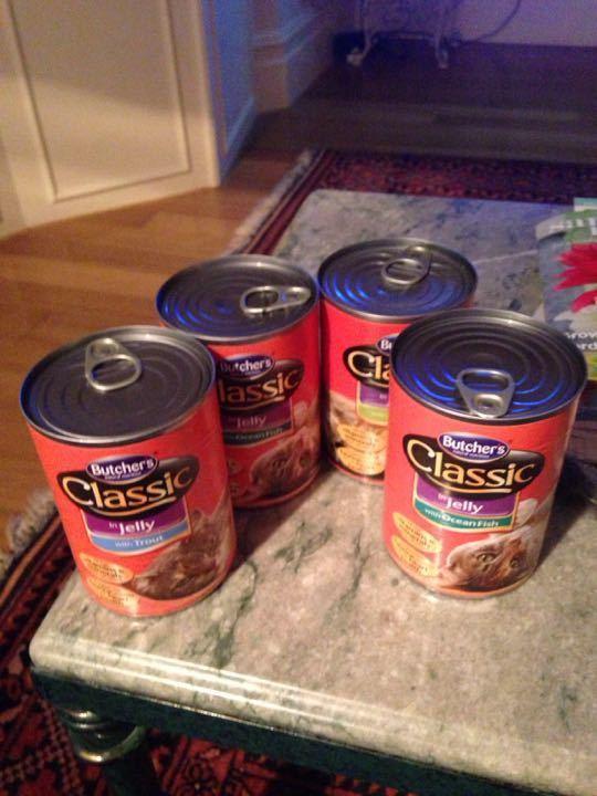 Classic cat food 4 tins