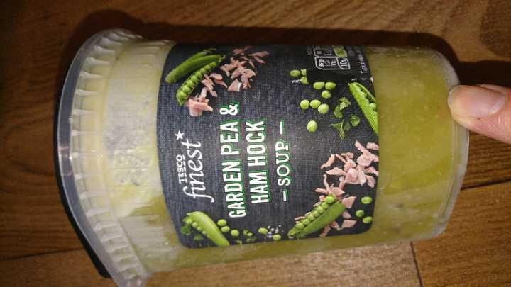 Frozen garde pea & ham hock soup Tesco finest