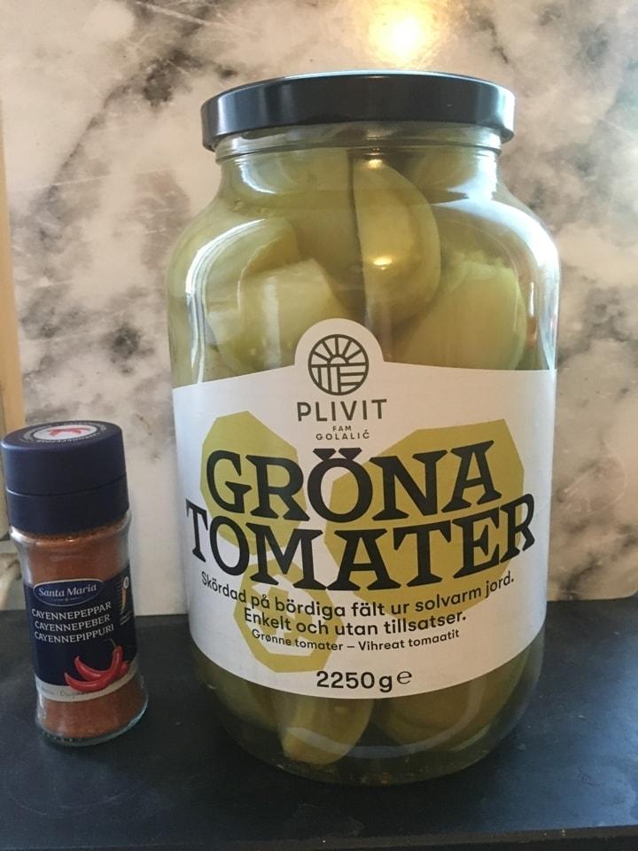 2.25 kg jar of green tomatoes (19/8)