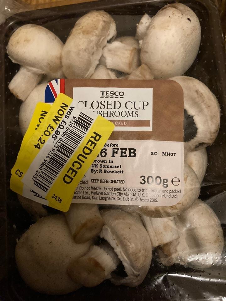 Closed cup mushrooms