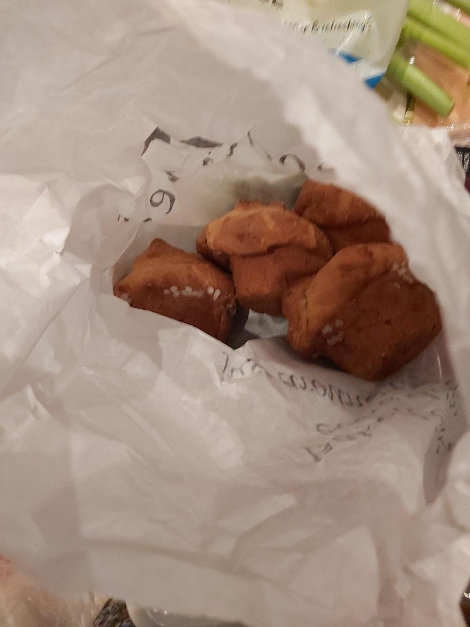 4 sugar topped muffins Soderberg