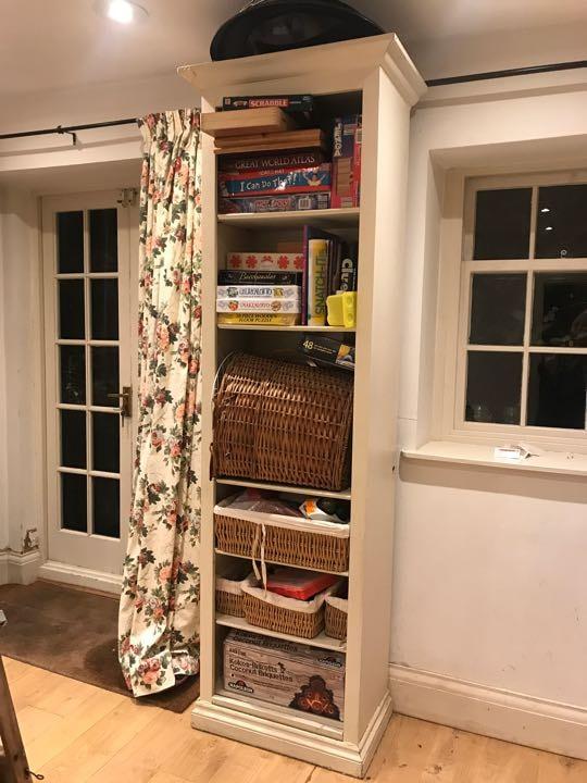 Tall shelf unit