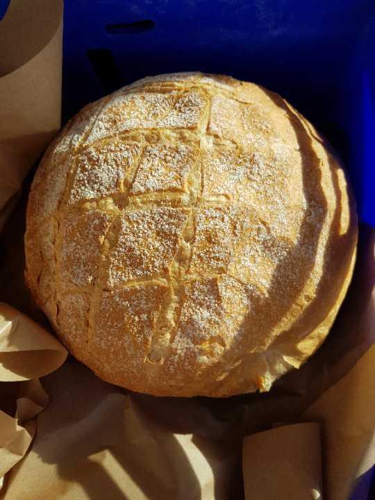 Round crunchy loaf