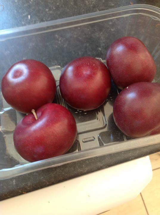 5 plums