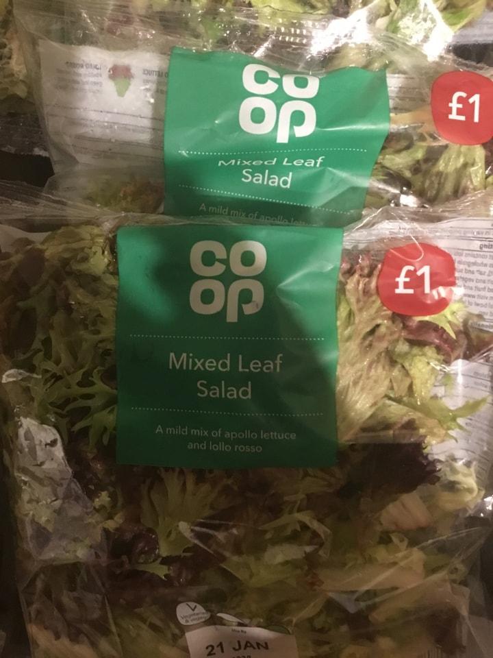 Mixed leaf salad bags x2