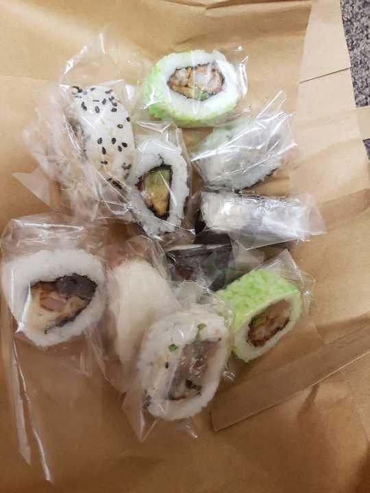 10 piece mixed sushi rolls